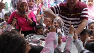 Keseruan  Kunjungan TK Tegalsari Melihat Proses Pembuatan Hulala Ice Cream Rolls
