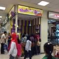 Salah satu outlet Hulala Ice Cream Pan yang tengah sibuk melayani pengunjung yang datang menyerbu